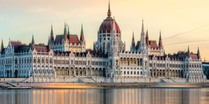 3515579343338-ungheria-budapest-parlamento-testata-vg-.jpg